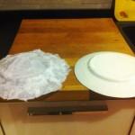 Lasciate asciugare il piatto ricoperto di carta di riso e quello a tempera per almeno 12 ore.