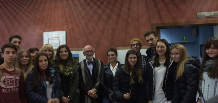 Franco Berrino e gli studenti dell'Istituto nazionale dei tumori di Milano